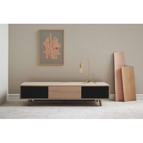 Bolia-Piper-table-lamp-brass-interior-asztali-lampa-sargarez-enterior