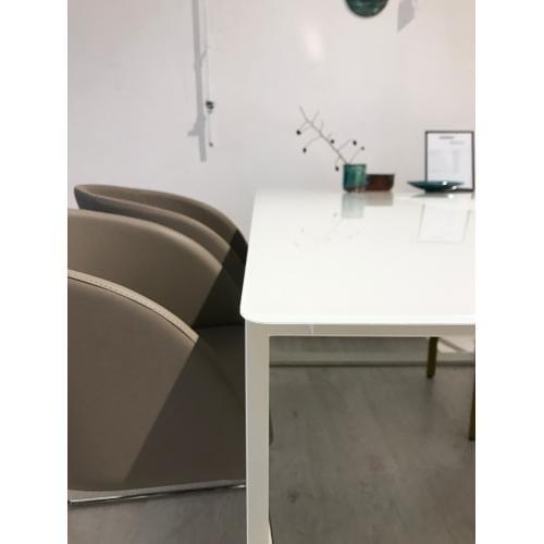 HÜLSTA ET19 Étkezőasztal – Bemutatótermi bútor-17561