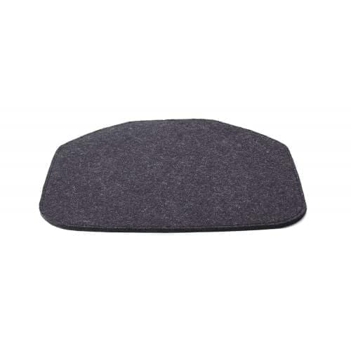 bolia_sleek_felt_cushion_dark_grey_melange_innoconcept_parna