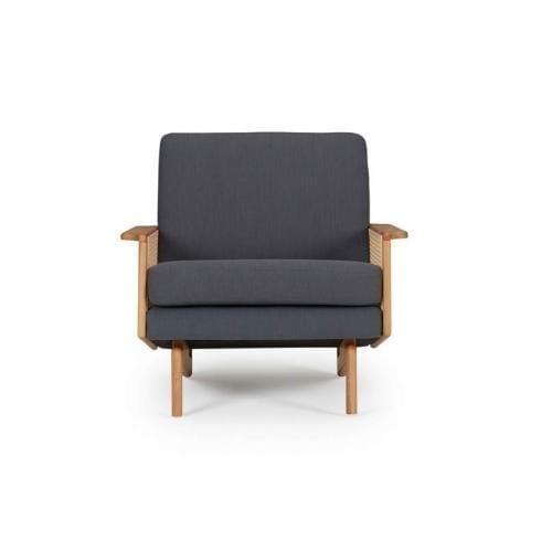 kragelund-egsmark-armchair-with-wooden-arms-fotel-fa-karfaval-innoconcept-design (1)