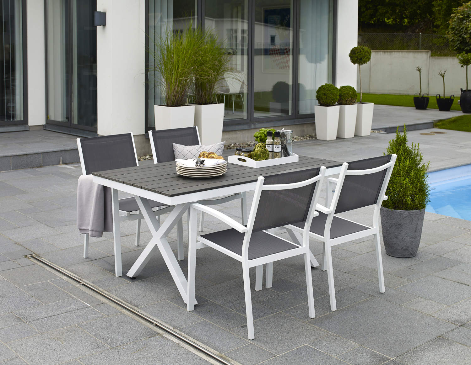 LEONE outdoor dining table