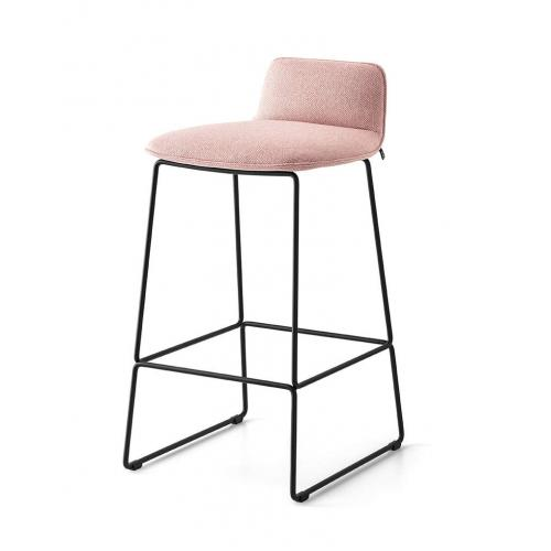 Connubia-Riley-barstool-upholstered-sled-legs-barszek-karpitozott-szanko-labak-2